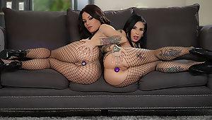 Kissa & Joanna: Gaping Anal Threesome!