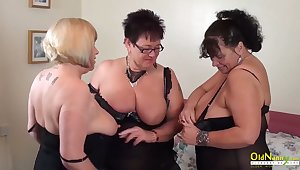 Big natural tits of mature column in threesome lesbian action including pussy traduce