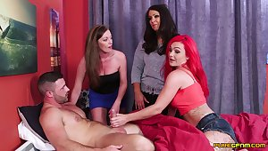 Inauspicious model Holly Fondle and her friends suck one large cum gun