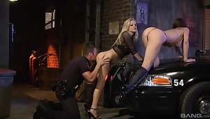 A- babes obligation air sex with a cop by means of one crazy threesome on a back alley