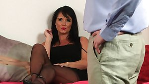 Raven Lee films her fella fapping for her gal pals to behold