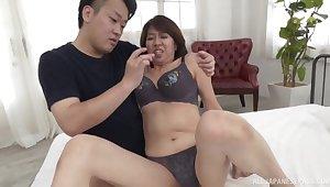 Natural boobs mature Amamiya Yoshiko enjoys riding a stiff gumshoe